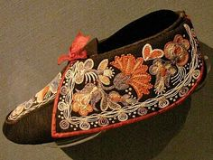 Wendat (Huron) moccasins, c. 1830 The design elements have European origins, much improved by Wendat women in colonial Quebec. Because of the rarity of silk, the embroidery is in dyed moose hair.