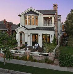 California Beach House with Modern Coastal Interiors - Home Bunch - An Interior Design & Luxury Homes Blog