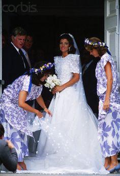 Caroline Kennedy, su tío, el senador Ted Kennedy, y su prima y madrina de honor, Maria Shriver, en su día de la boda, 19 de julio de 1986 en Centerville, Massachusetts