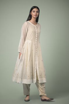 UMRAO A collection of sheer, lightweight styles, evoking the fabled royal romances of Lucknow. #GoodEarthSustain