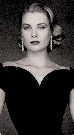 Classy women always Succeed! Hollywood Divas, Hollywood Heroines, Old Hollywood, Moda Grace Kelly, Grace Kelly Style, Princesa Grace Kelly, Actrices Hollywood, Classic Movie Stars, Classy Women