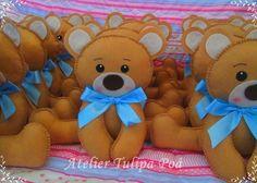 Urso em feltro,  fica sentado sozinho, sem peso;  tamanho: 18x24  Com eles a decoração do seu chá de berço ou aniversário fica muito mais bonita!  PEDIDO MÍNIMO 10 UNIDADES R$ 17,00