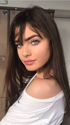 40 women haircuts to enjoy glam with this .- 40 femmes coupes de cheveux pour profiter du glam avec cette année 40 women haircuts to enjoy glam with this year - Natural Everyday Makeup, Natural Makeup, Brunette Girl, Brunette Beauty, Grunge Hair, Tips Belleza, Hairstyles With Bangs, Hairstyle Ideas, Style Hairstyle