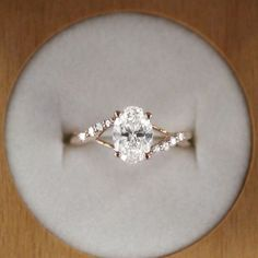 Simple engagement rings you'll want to wear forever (37)