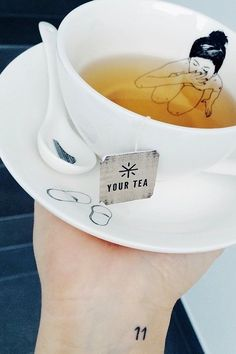 what a lovely tea cup!//