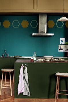 Un vert bleu profond pour les murs du salon : une belle façon de rendre la peinture déco et ...