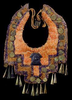 Non-Western Historical Fashion Costume Ethnique, Peruvian Art, Peruvian Textiles, South American Art, Latina, Textile Museum, Mesoamerican, Feather Art, Indigenous Art