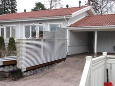 Vähän korkeampi piha-aita Garage Doors, Shed, Outdoor Structures, Outdoor Decor, Home Decor, Decoration Home, Room Decor, Home Interior Design, Carriage Doors