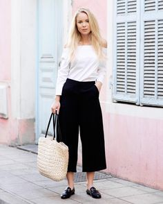 Cropped pants are a must this spring. Our tip of the day is Cindy (249SEK/24.95EUR). Here on beautiful @victoriatornegren  #ginatricot #ginamyway by ginatricot