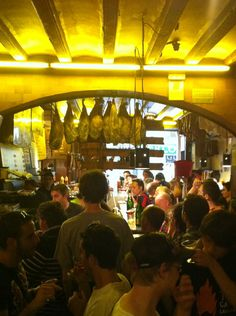 Can Paixano La Champañería -  Bar de vinos, Restaurante de tapas y Local de sándwiches Carrer de la Reina Cristina, 7, Barcelona