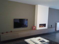 Afbeeldingsresultaat voor interieur muur met radiator, haard en tv
