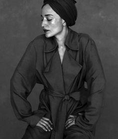 la-femme-terrible: Zadie Smith (Baroque Down) Turban, Zadie Smith, Black Girl Magic, Women Empowerment, Photoshoot, Black And White, Portraits, Literature, Hayley Atwell