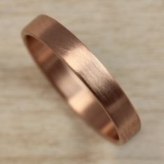 Men Wedding Rings rose gold wedding band aide-memoire - Aide-mémoire Jewelry creates beautiful heirloom-quality wedding rings with ethically sourced and environmentally friendly materials at affordable prices. Wedding Rings Simple, Beautiful Wedding Rings, Wedding Rings Rose Gold, Bridal Rings, Wedding Jewelry, Perfect Wedding, Silver Rings, Bridal Jewellery, Rose Wedding
