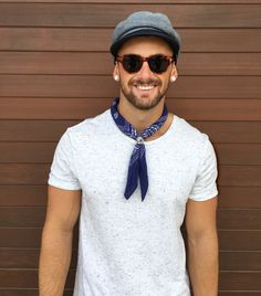 Summer outfit idea with a white with blue speckled t-shirt navy bandana gray flatcap tortoise shell framed sunglasses. Casual Outfits, Men Casual, Bandana Styles, Mens Fashion Blog, Men's Fashion, Men Street, Mode Style, Style Blog, Men's Style