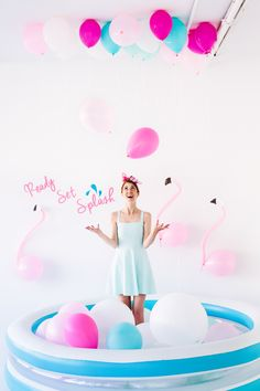 DIY Pool Party Balloon Photo Booth tutorial, free printable party decor and cake ideas too!!