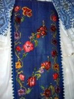 Expoziţie de costume populare româneşti din Banat | BANATERRA Traditional Outfits, Romania, Floral Tie, Costumes, Popular, Clothing, Accessories, Fashion, Bass Drum