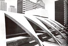 Detalle de la fachada,  Auditorio de la Escuela Preparatoria, Unidad Habitacional Nonoalco-Tlatelolco, Cuauhtémoc, Ciudad de México 1964   Arqs. Mario Pani y Luis Ramos   Foto. Armando Salas Portugal -   Detail of the facade, High school audtorium, City Housing, Nonoalco-Tlatelolco, Cuauhtemoc,  Mexico City 1964