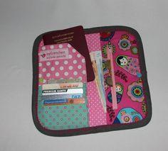 Flippiger Geldbeutel oder Brieftasche mit vielen Fächern zum verstauen deiner Papiere oder Geld.