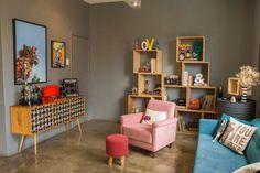 Nichos de madeira: 70 ideias e tutoriais para organizar a casa com estilo Decor, Sala, Shelves, Interior, Cool Stuff, Home Decor, Corner Bookcase, Interior Design