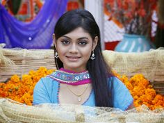 Uttran actress Sreejita De is attacked and robbed by local goons. Actor was accompanied by relatives when the incident took place. Tv Actors, Bollywood, Indie, Drama, Actresses, Crochet, Mai, Watch, News