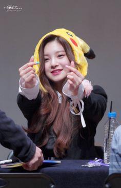 Fandom, Kpop Girl Groups, Kpop Girls, Eid Card Designs, Somebody To You, Singer Fashion, Mixed Girls, Cute Korean Girl, Korean Bands