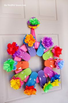 Adorable flip flop summer wreath! See the simple directions!