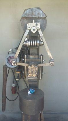 Power Hammer Plans, Blacksmith Power Hammer, Forging Hammer, Forging Tools, Blacksmithing Knives, Blacksmith Forge, English Wheel, Air Hammer, Sitting Arrangement