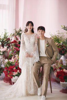 Wedding Photography Poses, Wedding Poses, Wedding Shoot, Wedding Dresses, Nikkah Dress, Bride Poses, Korean Wedding, Pre Wedding Photoshoot, Post Wedding