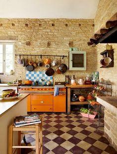 23 ljuvliga lantkök (älskar du lantkök älskar du det här) - Sköna hem-love the Orange La Canche!!!