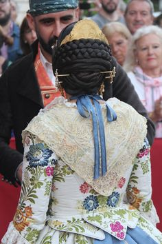 Hair Pieces, Traditional Outfits, Fashion Backpack, Costumes, Alicante, Rococo, Regional, Hair Styles, Ornaments