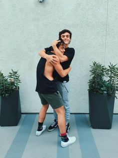 I just watched the video where Ethan gives Grayson his dream car and omg its so cutee it's a must watch! Dollan Twins, Cute Twins, Ethan Y Grayson Dolan, Dolan Twins Wallpaper, Magcon Boys, Celebs, Celebrities, Cute Guys, Beautiful People