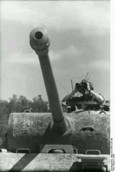 Panther close up of gun and mantel with commander out with binoculars #worldwar2 #tanks