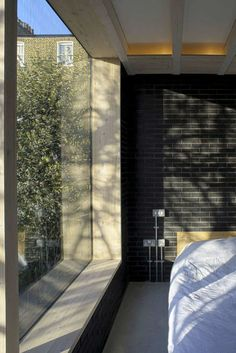 Gallery of The Shadow House / Liddicoat & Goldhill - 14