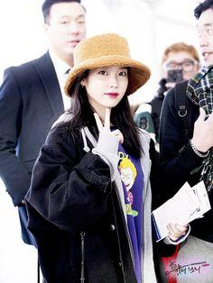 IU 181213 Incheon Airport to singapore K Pop Music, Teenager Outfits, Korean Singer, Asian Beauty, Girl Group, Singapore, Dancer, Kpop, Actresses