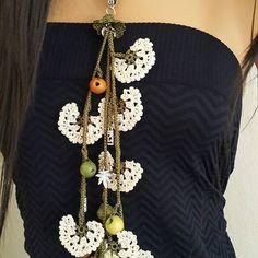 #istanbullovers #photo #montreal #antik #holland #vegansofig #izmir #antalya #model #taki #sanat #kosemsultan #beautiful #herdaim #foto #fotografheryerde #köyüm #yoreselgiyim #anodolu #eskiyedair Crochet Keychain, Crochet Earrings, Love Crochet, Knit Crochet, Boho, Crochet Handbags, Needle Lace, Filet Crochet, Crochet Accessories
