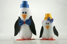 Pinguim feito de meia branca e garrafa pet