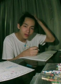 Taehyung shouldn't be ashamed of his big forehead Bts Taehyung, Taehyung Photoshoot, Kim Taehyung Funny, Bts Jimin, V Bts Cute, Pinturas Disney, Bts Face, Bts Aesthetic Pictures, Album Bts
