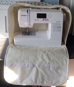 67 Ideas for sewing machine accessories costura Small Sewing Projects, Sewing Hacks, Sewing Tutorials, Sewing Crafts, Sewing Patterns, Tutorial Diy, Coin Couture, Sewing Machine Accessories, Patchwork Bags