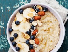 Is instant oatmeal as healthy as steel-cut oats, rolled oats, and whole oat groats? Find out how the nutrition stacks up—and more—on Cooking Light. Heart Healthy Recipes, Whole Food Recipes, Healthy Snacks, Healthy Eating, Delicious Recipes, Basic Oatmeal Recipe, Oatmeal Recipes, Best Weight Loss Foods, Cholesterol Lowering Foods