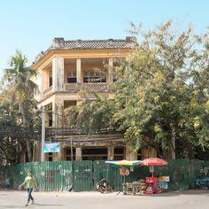 Baufälliges Haus aus der Kolonialzeit in Phnom Penh