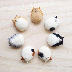 Felted round cat