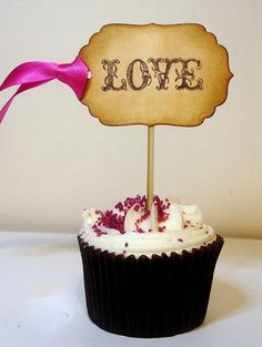 couldn't we do something like this to look the garland?? cute cupcake toppers #wedding