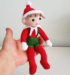 Christmas Elf, Christmas Ornaments, Afghan Crochet Patterns, Elf On The Shelf, Free Pattern, Dinosaur Stuffed Animal, Dolls, Holiday Decor, Handmade