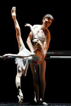 <<Lucia Lacarra and Marlon Dino at the Grand Theatre de Luxembourg # Photo © Enrico Della Valle>>