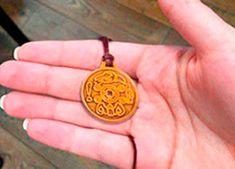 Previsões da Avó Tara O Ritual, Christmas Ornaments, Holiday Decor, Christmas Jewelry, Christmas Decorations, Christmas Wedding Decorations