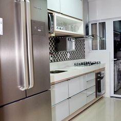 Outro ambiente lindo projetado pela @ingridcasolaarquitetura cozinha do jeito que eu amo clean e estilosa #decor #decora #decoração #decorando #decoration #desing #detalhes #details #ape #apartamentopequeno #apartamentodecorado #cozinha #ketchen #cozinhapequena #inspiração #inspiration #home #casanova #homedecor