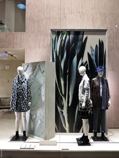 Retail store design · visual display · tumi · unique mannequin finds for off today! get yours now and make your window Design Food, H Design, Life Design, Visual Merchandising Displays, Visual Display, Store Windows, Retail Windows, Max Mara, Vitrine Design