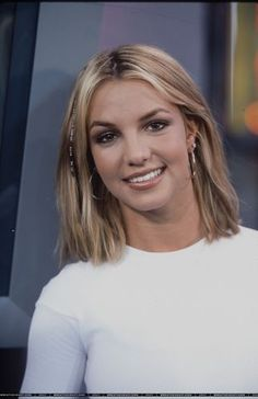 Bravo - September 16 - XRAY Bravo Niki 99 28429 - Your Source For Britney Spears Pictures Britney Spears Images, Britney Spears 2000, 2000s Hairstyles, Short Hairstyles For Women, Britney Jean, Good Looking Women, Female Stars, Hollywood Life, Queen B