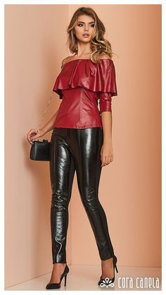 Cora Canela red and black Leather Outfit Leggings Brilhantes, Leather Leggings Outfit, Legging Outfits, Shiny Leggings, Hot Outfits, Latex Sexy, Vinyl Pants, Black Leather Pants, Red Leather