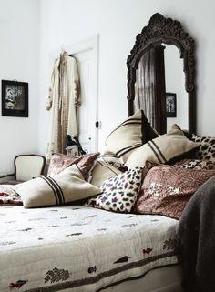Idée déco pas chère pour la chambre : mixer les coussins ! - DecoCrush